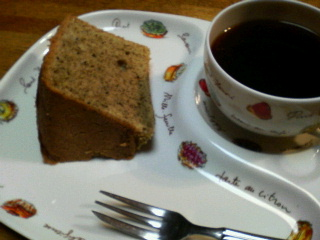 紅茶シフォンにコーヒーを沿えて