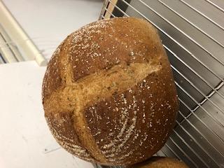 パンもお菓子も